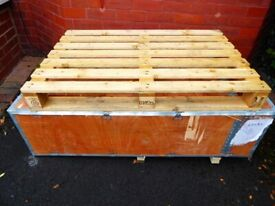 LARGE WOOD STORAGE BOX with LID and 2 x SOLID PALLETS