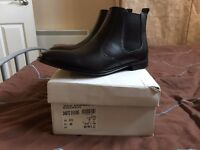 Clarks Men's Leather Chelsea Boots Size 6.5 BNIB
