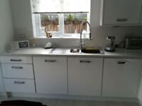 Complete fitted kitchen.