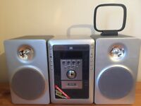Sanyo hi fi with CD & cassette player - looks brand new