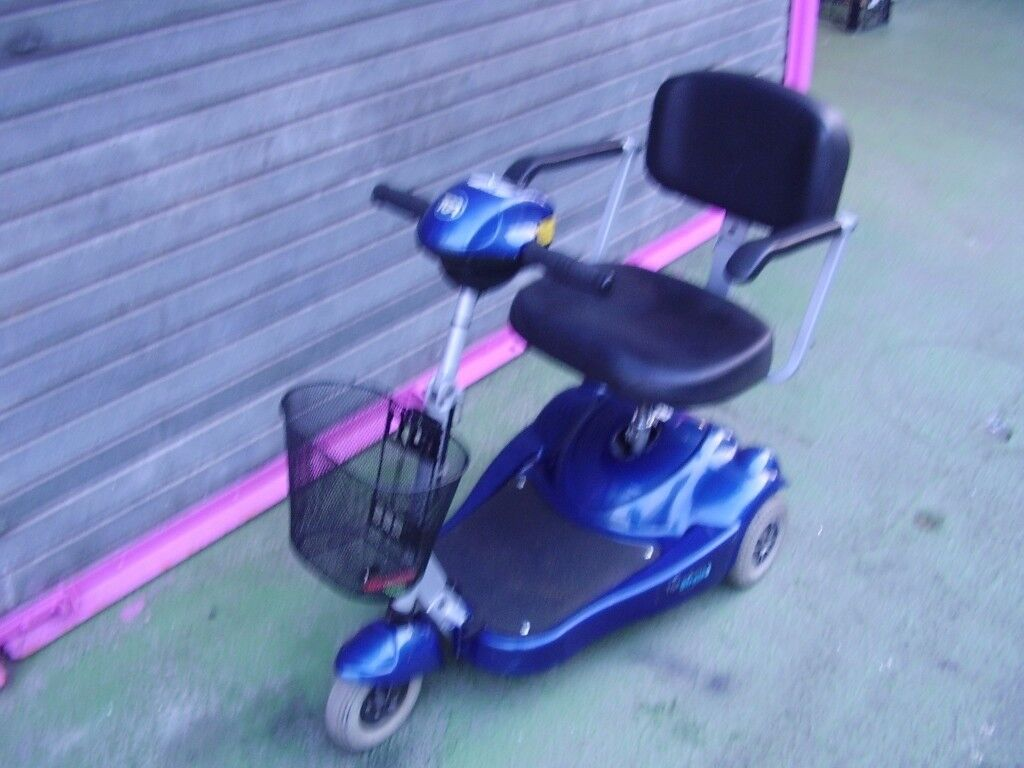 TGA STRATA 3 .. 3 WHEEL MOBILITY SCOOTER, WITH NEW BATTERIES