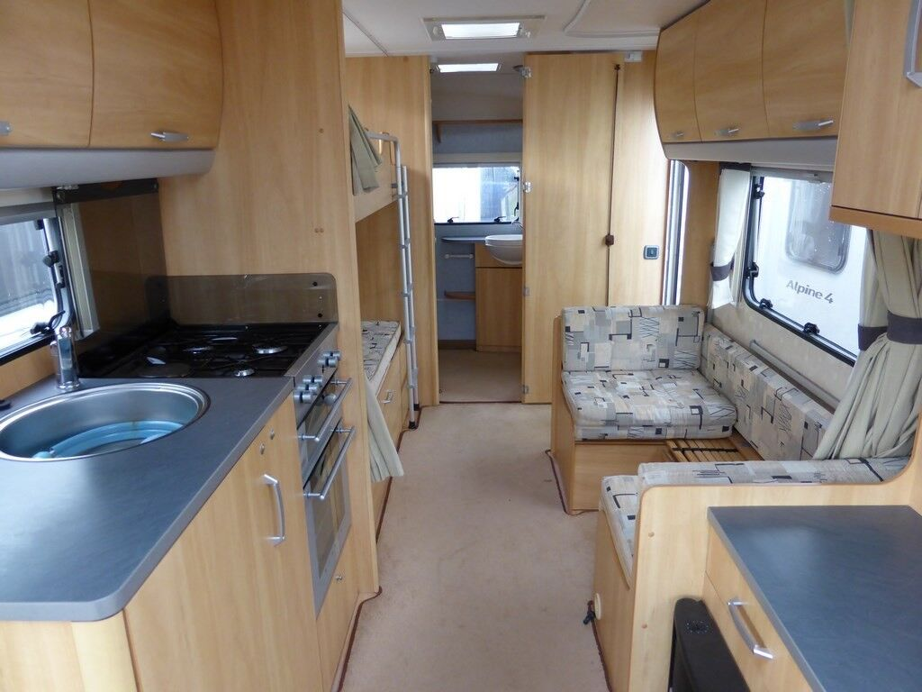 Sterling Europa 600 2005 Twin Axle 6 Berth Twin Axle with 4WD Motor Mover