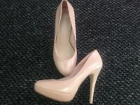 Nude high heels size 7