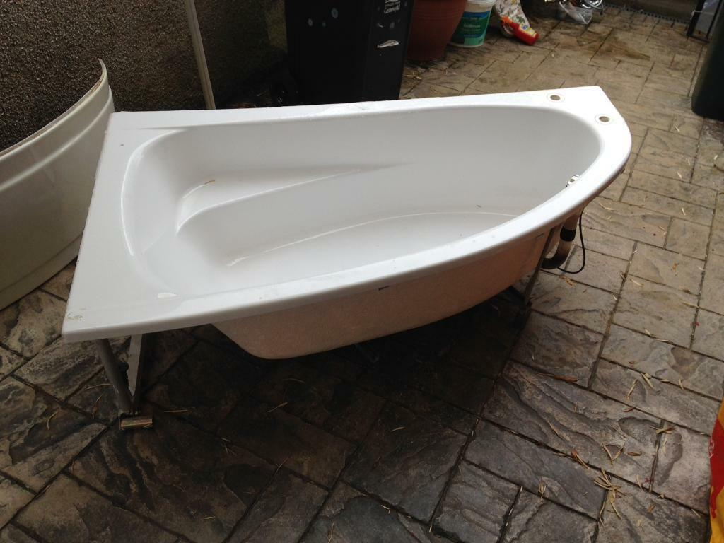 1600 x 900 corner fibreglass bath tub,taps, shower screen and bath ...