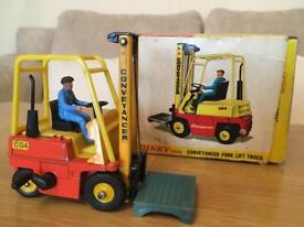 Immaculate Dinky forklift truck with pallet, key and tatty box