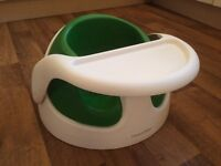 MAMAS AND PAPAS GREEN BABY SNUG SEAT WITH REMOVABLE TRAY AND INSERT. 3 MONTHS +