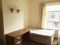 DOUBLE ROOM AVAILABLE IN 5 BEDROOM HOUSE/ SALFORD