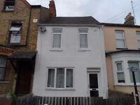 4 Bed Furnished House in Bullingdon Road off Cowley Road with HMO License for 5 Sharers