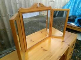 Superb pine dresser with beautiful 3 way mirror