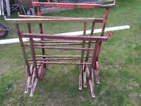 4 building trestles