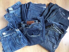 6 PAIRS MENS JEANS 34W 32L 5 BLUE 1 BLACK - NEED WASH AND IRON