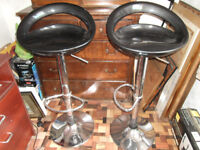A PAIR OF AJUSTABLE STOOLS