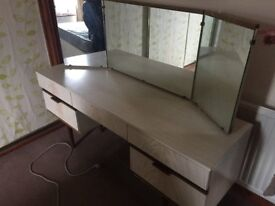 DRESSING TABLE WITH DRAWS,MIRRORS, CAN DELIVER.