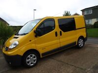 Renault Traffic 115 Day van / camper with awning inculded