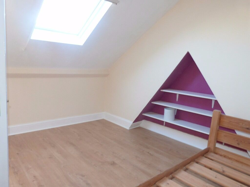 CHEAP 2BED-2BATH NEXT TO ZONE 2 TUBE STATION! GREAT VALUE FLAT!!