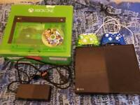 Xbox one 500gb with 2 controllers and 1 game