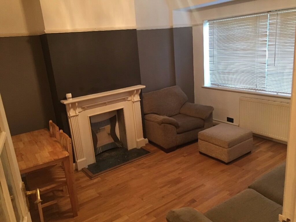 Large 2 Bedroom Ground Floor Flat with Garden - Firs Lane (N21)