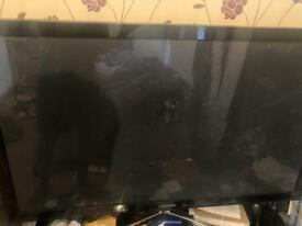 Samsung TV screen broken (for parts)