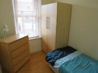 Lovely Small Single in Immaculate 4-Bed Professional Houseshare - No Deposit