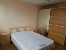Spacious and cosy double room in Acton