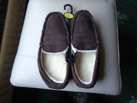 BRAND NEW BROWN SUEDE MENS SLIPPERS SIZE 8, NEVER WORN