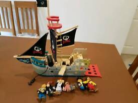 Wooden Pirate Ship with play characters in excellent condition