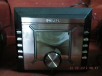 PHILIPS COMPACT RADIO/CD PLAYER WITH SPEAKERS