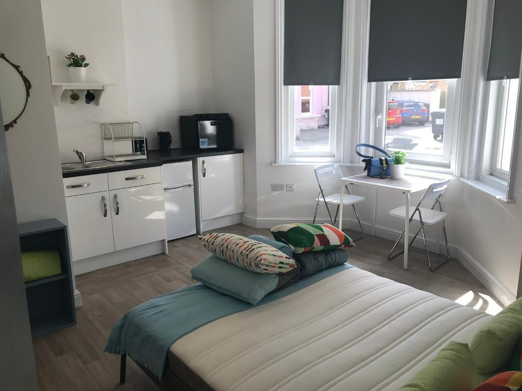 Studio Flat All Bills Included In Westbourne In