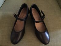 Black leather buckle character shoes Size 3