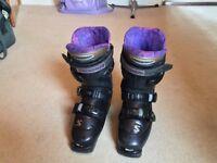 Ladies size 5 Salomon ski boots