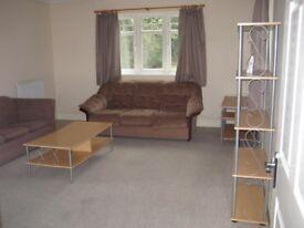 2 bedroom, 2 bathroom ground floor flat, zone 4, walking distance Met line & Bakerloo Line