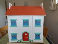 Le Toy Van dolls house and 5 dolls (3 Le Toy Van)