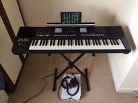 Roland E-A7 keyboard + 8.9 Hipstreet Electron Tablet + Superlux HD330 hedphone + 8GB Pendrive ++++