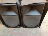 Pair of MACKIE THUMP TH-15A - 400W Powered speakers (Active) - Molded including stands and cases
