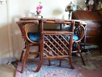 Vintage Retro Wicker & Bamboo Garden/Conservatory/Patio Table with Shelf & 2 Chairs with Cushions