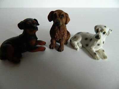 (G6.20) DOLLS HOUSE SET OF THREE ASSORTED RESIN DOGS