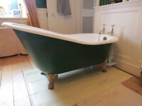Roll Top Slipper bath with claw feet. No taps included.External can be painted as desired.