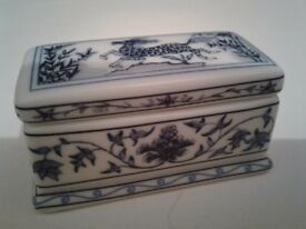 For sale Beautiful tiny hand finished fine porcelane trinket box.