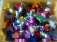 BOX OF ASSORTED WOODEN ANIMALS/SHAPES/FIGURES £20.
