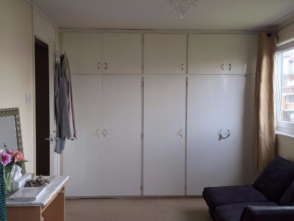 VERY NICE DOUBLE ROOM TO RENT £600/MONTH 5 MIN TO MILE LAND.......