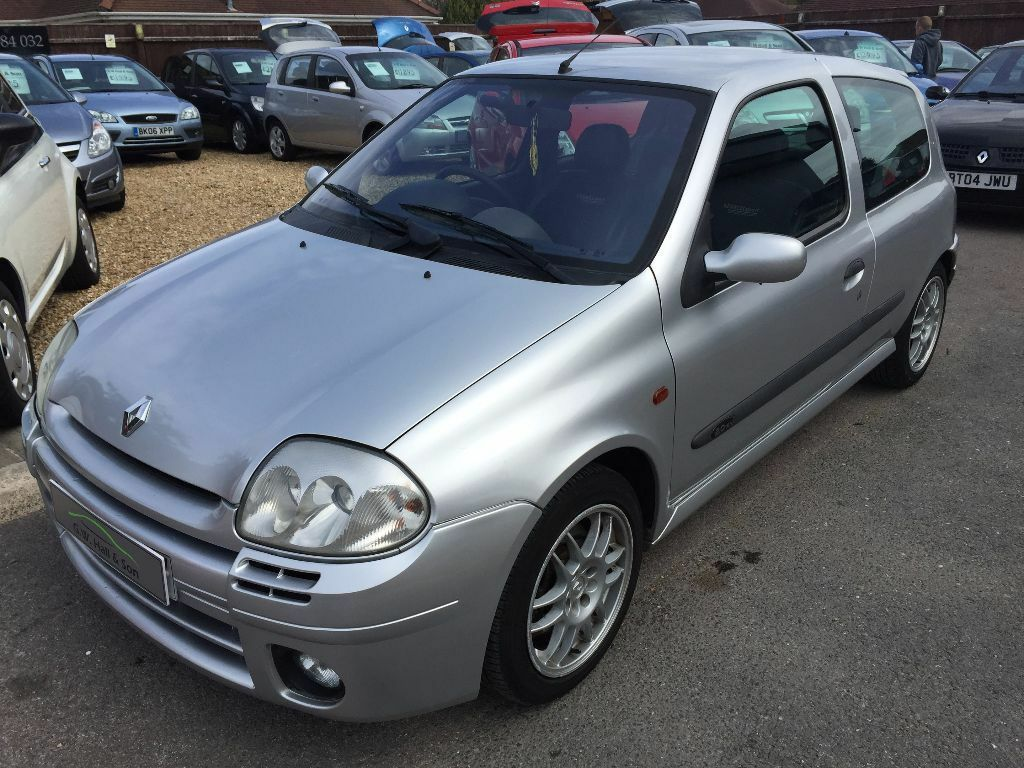 2000 w renault clio 2 0 16v renaultsport silver good condition long mot looks and drives well. Black Bedroom Furniture Sets. Home Design Ideas