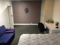 NICE DOUBLE ROOM AVAILABLE NEAR MIDDLESEX UNIVERSITY - NW4 2LA
