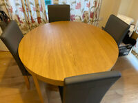 Extendable dining table with chairs