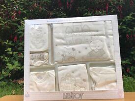 Newborn (0-3 months) Baby Boy/Girl Set~New in Box