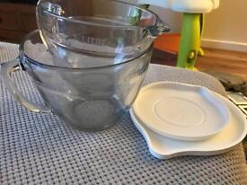 Pampered chef small and large batter bowls