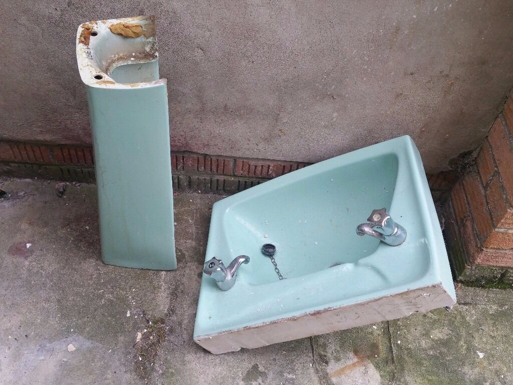 free GREEN OLD SCHOOL SINK AND PEDESTAL GREEN IDEAL FOR INSIDE ...