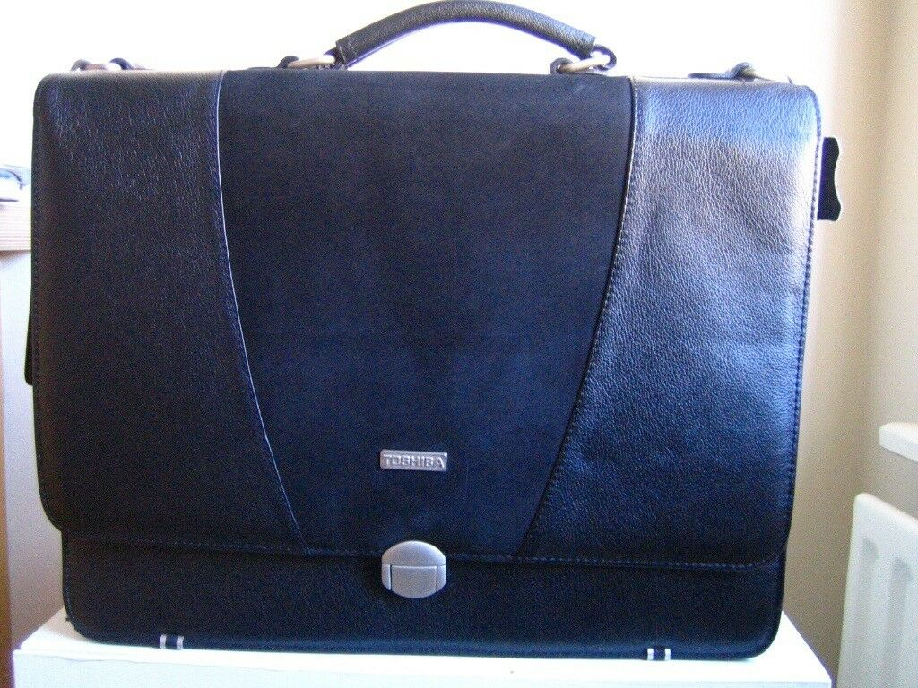 Toshiba Black Leather Laptop Carry Case for 17in