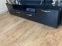Black glossy tv stand