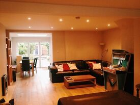 Lovely large double room in refurbished, beautiful home near Gunnersbury Park
