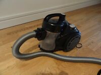 Small bagless vacuum cleaner